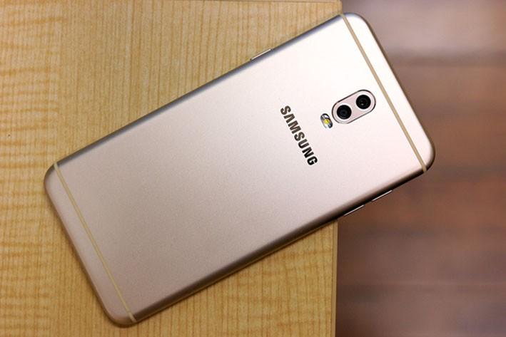 4 smartphone xuất sắc có giá bán phải chăng mới về tới Việt Nam 7