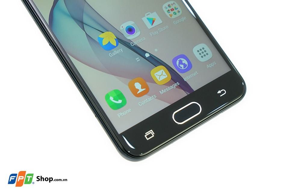Samsung Galaxy J7 Prime có mặt kính cong 2,5D tinh tế