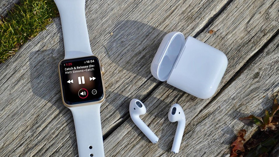 Apple Watch và AirPods